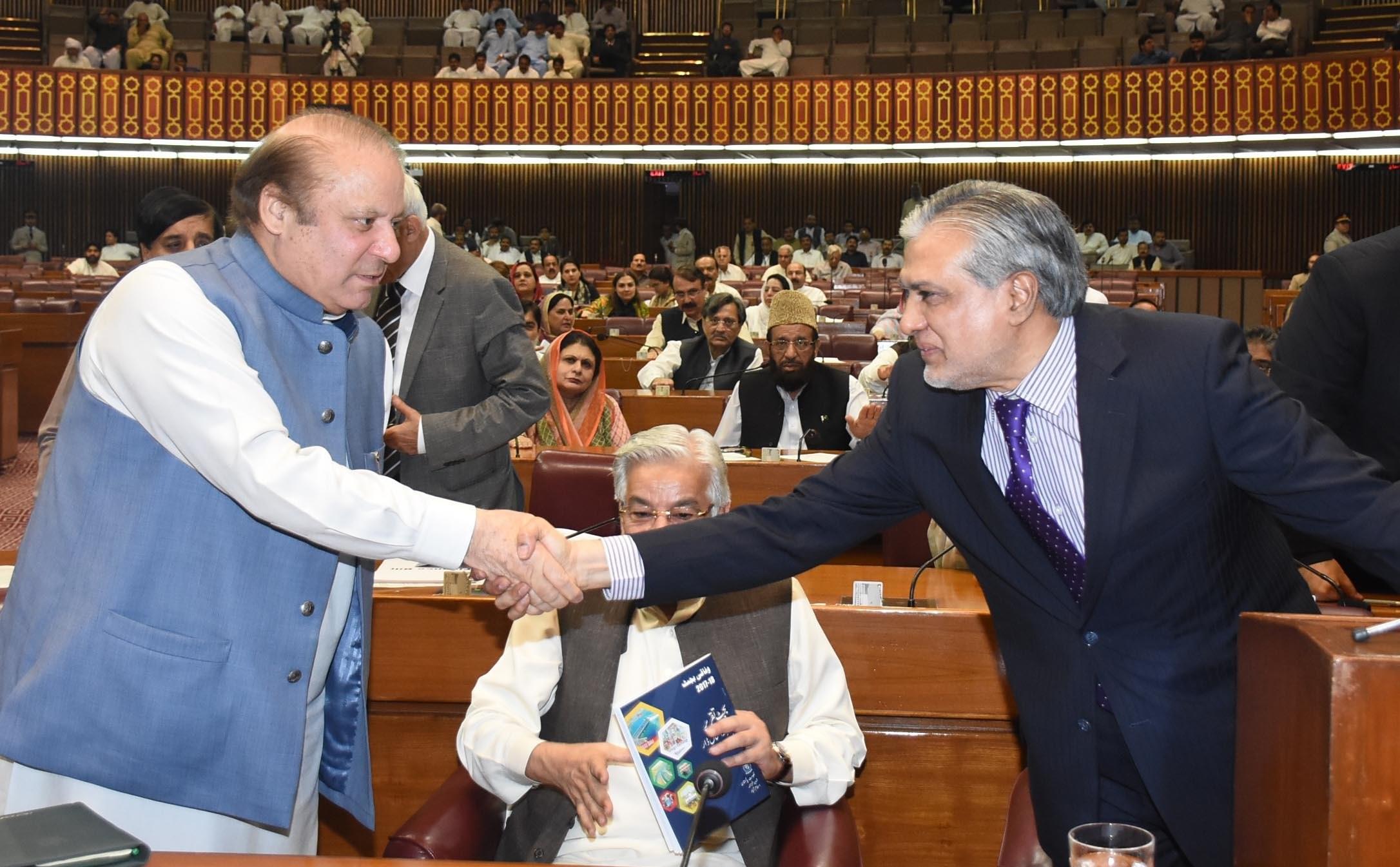 Nawaz Sharif With ishaq dar